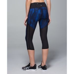 Lululemon. Pace Pusher Crop. Night Sky Harbor Blue